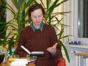 Mehis Heinsaar à la bibliothèque de Kärdla